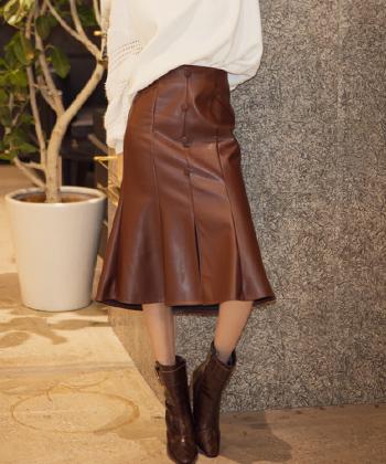 フロントボタンレザーセミフレアスカート